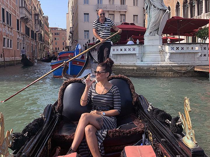 real gondola ride or gondola tour in venice